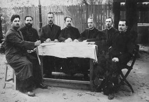 Protopopul Nicolae N. Marinescu alături de preşedinţii cercurilor pastorale din Protoieria Roşiorii de Vede